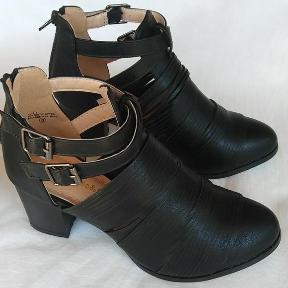 Women\u0027s Black Ankle Bootie Back Zipper Closure